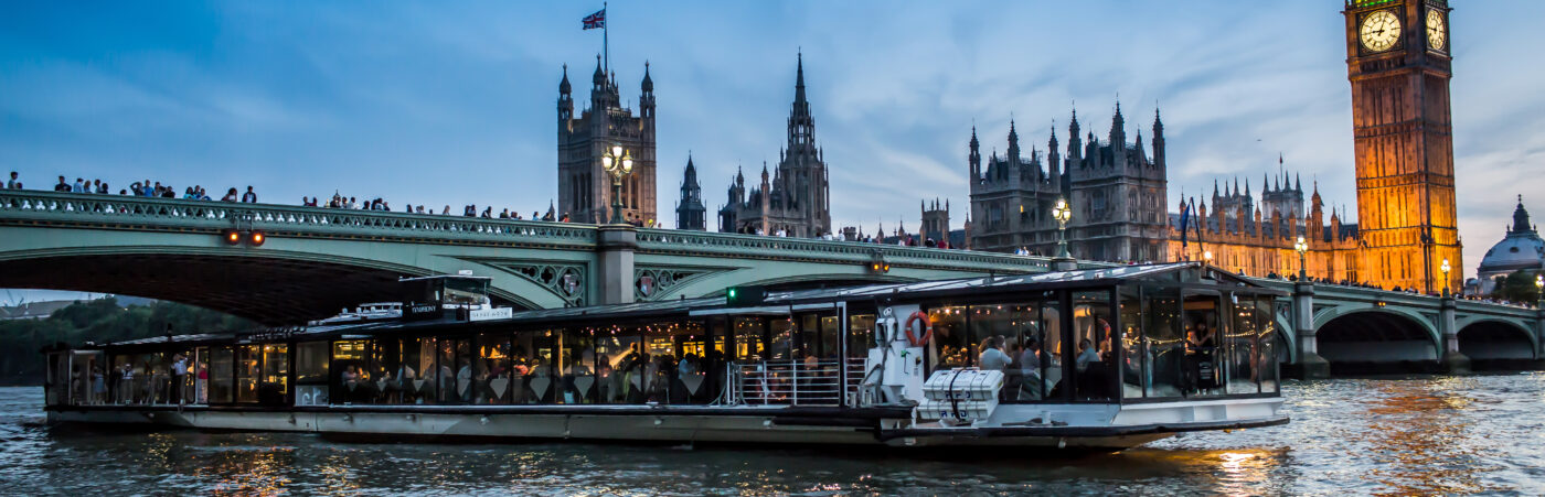 Floating Negroni Bar Pops Up on the Thames Hero Image